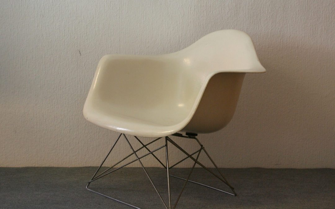 Charles and Ray Eames Side Chair LAR