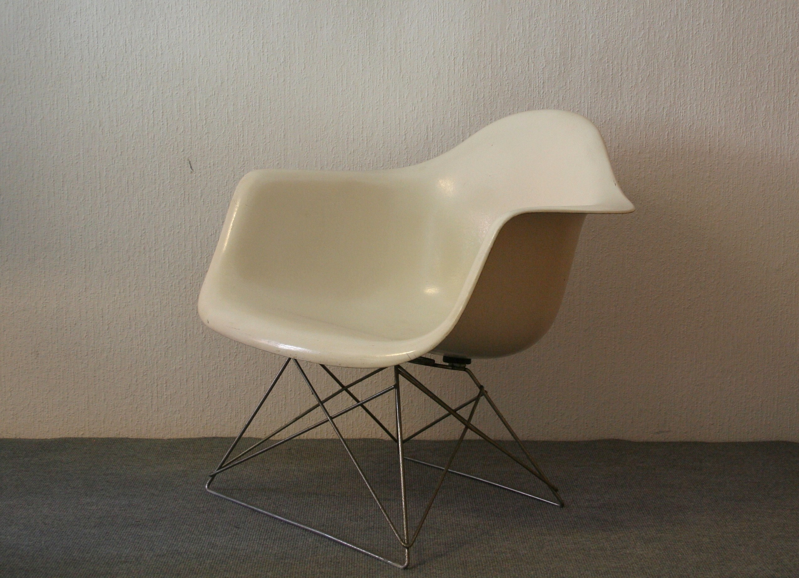 charles and ray eames side chair lar festartdesign. Black Bedroom Furniture Sets. Home Design Ideas